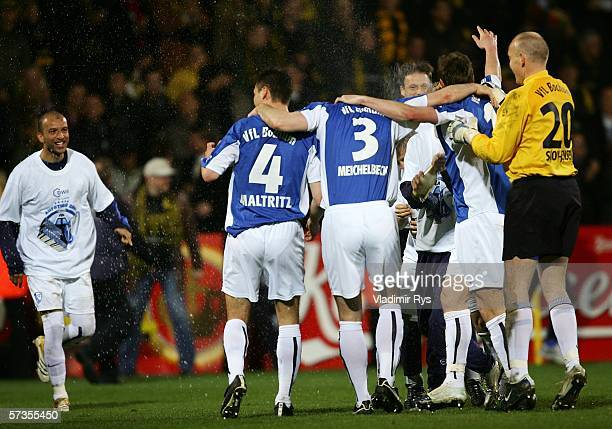 Players of VFL Bochum celebrate after the final whistle of the Second Bundesliga match between Alemannia Aachen and VFL Bochum at the Tivoli Stadium...