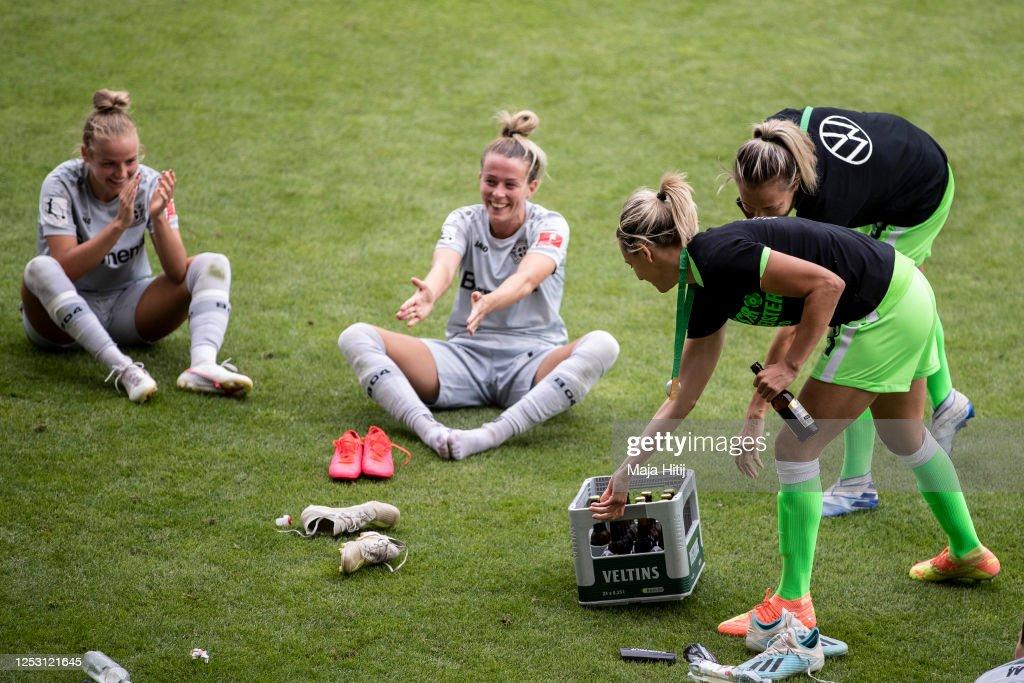 VfL Wolfsburg Women's v Bayer 04 Leverkusen Women's - Flyeralarm Frauen-Bundesliga : News Photo