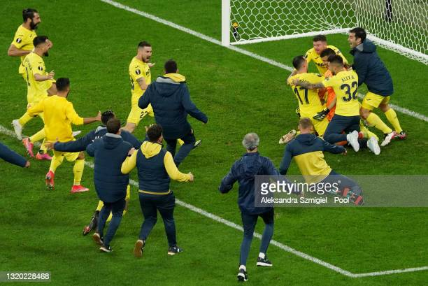 Players of Villarreal CF celebrate as Gero Rulli of Villarreal CF saves a penalty from David de Gea of Manchester United to win the UEFA Europa...