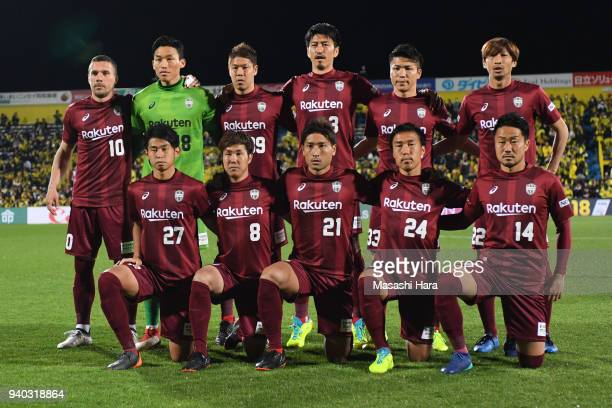 Players of Vissel Kobe pose for photograph prior to the JLeague J1 match between Kashiwa Reysol and Vissel Kobe at Sankyo Frontier Kashiwa Stadium on...