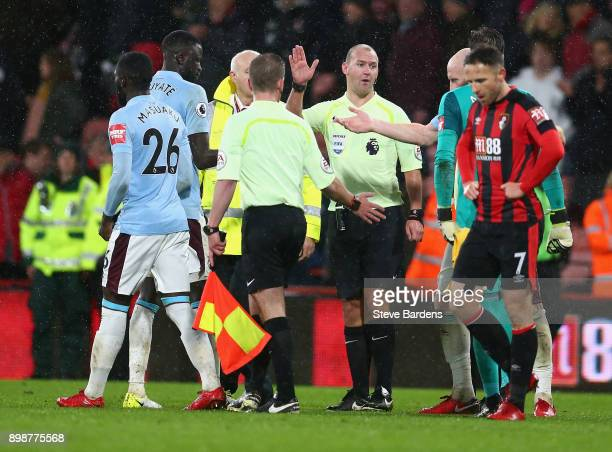Players of West Ham United speaks to referee Stuart Attwell during the Premier League match between AFC Bournemouth and West Ham United at Vitality...