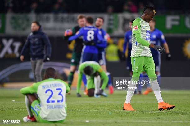 Players of Wolfsburg look dejected after the Bundesliga match between VfL Wolfsburg and FC Schalke 04 at Volkswagen Arena on March 17 2018 in...