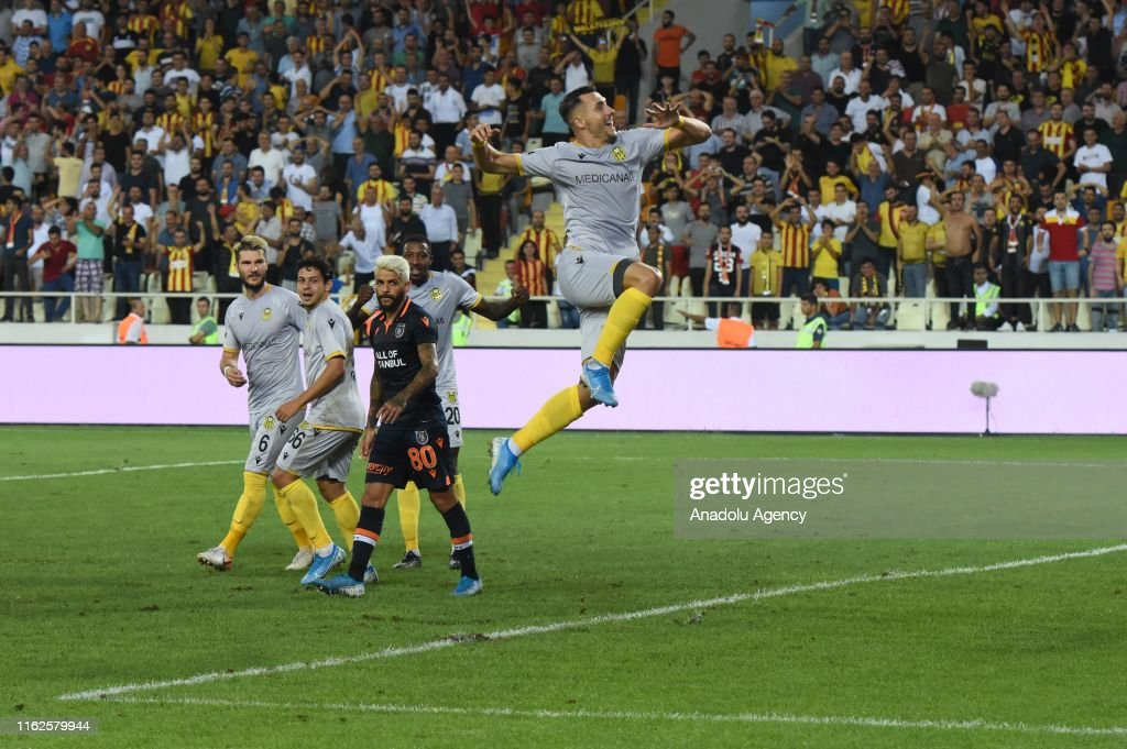 Yeni Malatyaspor v Medipol Basaksehir: Turkish Super Lig : Foto di attualità
