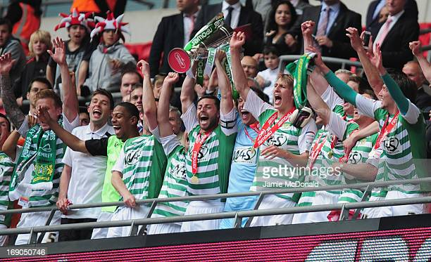 Players of Yeovil Town celebrate promotion during the npower League One play off final between Brentford and Yeovil Town at Wembley Stadium on May 19...