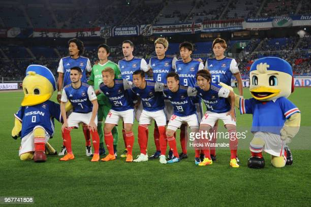 Players of Yokohama FMarinos pose for photograph during the JLeague J1 match between Yokohama FMarinos and Gamba Osaka at Nissan Stadium on May 12...