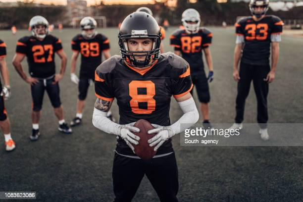 nfl players on training - wide receiver athlete stock pictures, royalty-free photos & images