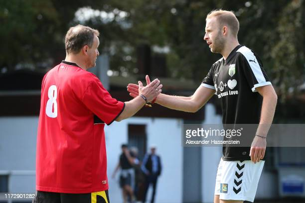"""Players shake hands during the """"10. Cup der Fans"""" Tournament at Sternschanzenpark on September 07, 2019 in Hamburg, Germany."""