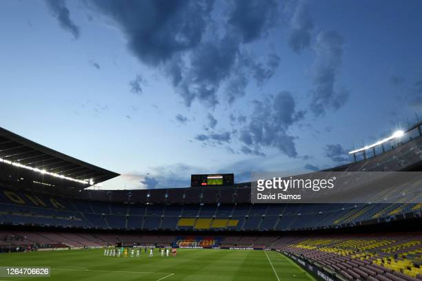 Players stand for a minutes silence for the victims of Coronavirus during the UEFA Champions League round of 16 second leg match between FC Barcelona...