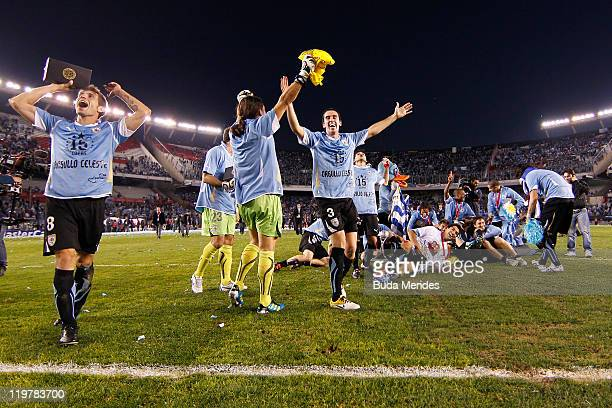 Players to Uruguay celebrates title during the Copa America 2011 final match between Uruguay and Paraguay at Monumental Antonio Vespucio Liberti...