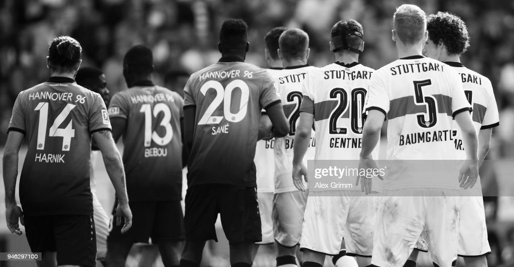 Players wait for a coerner kick during the Bundesliga match between VfB Stuttgart and Hannover 96 at Mercedes-Benz Arena on April 14, 2018 in Stuttgart, Germany.