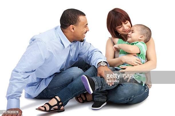 Adorable famille sur blanc