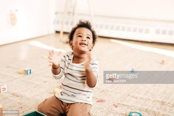 遊び心のある幼児