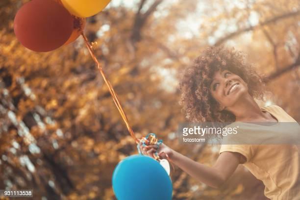 lekfulla kvinnan - flying solo after party bildbanksfoton och bilder
