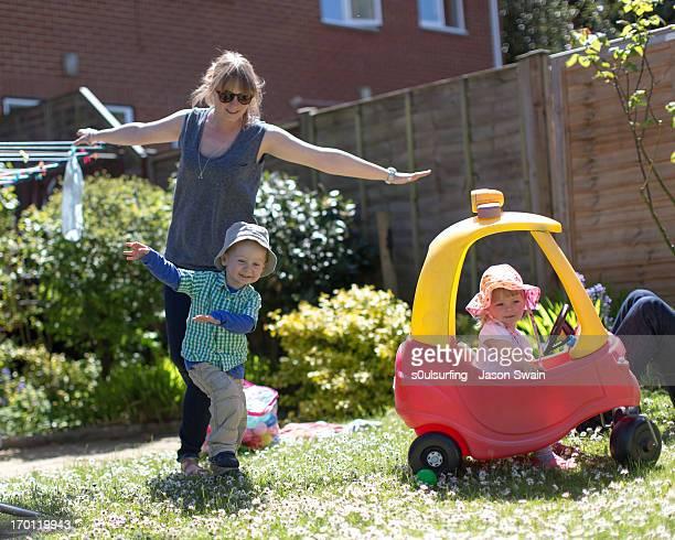 playing aeroplanes in the garden - s0ulsurfing fotografías e imágenes de stock