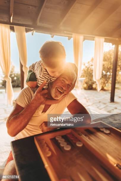Backgammon mit meinem Enkel spielen