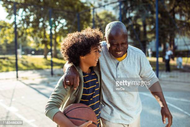 playing basketball - active lifestyle stock pictures, royalty-free photos & images