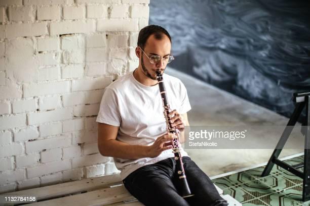 playing clarinet - clarinetto foto e immagini stock