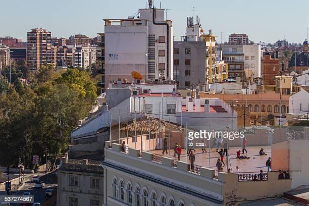 Jugar al fútbol en el último piso, Valencia, España
