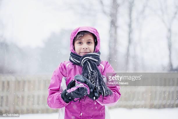 雪の中で遊ぶ