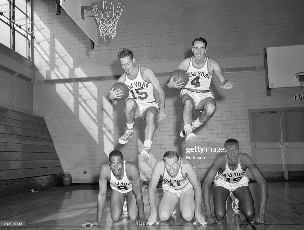 Basketball Players Jumping : News Photo