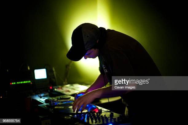 dj playing music at nightclub - electronic music stock pictures, royalty-free photos & images