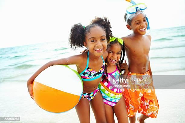 Gioca sulla spiaggia