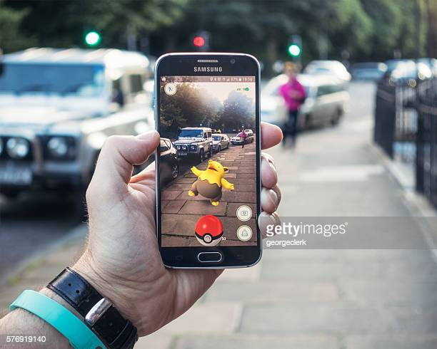 playing pokemon go on the street - match sportivo foto e immagini stock