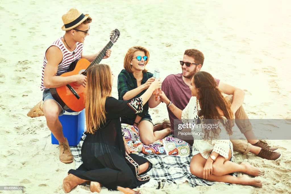 Playing some tunes on the beach : Foto stock
