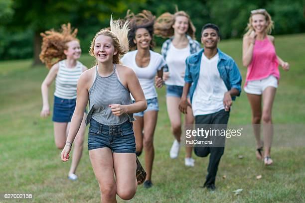 playing tag - alleen tieners stockfoto's en -beelden
