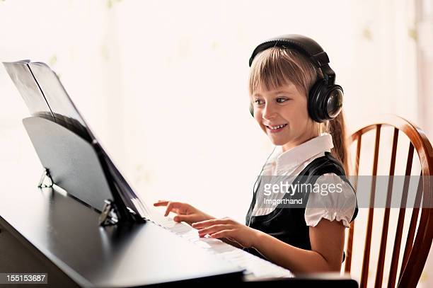 デジタルピアノの演奏 - キーボード奏者 ストックフォトと画像