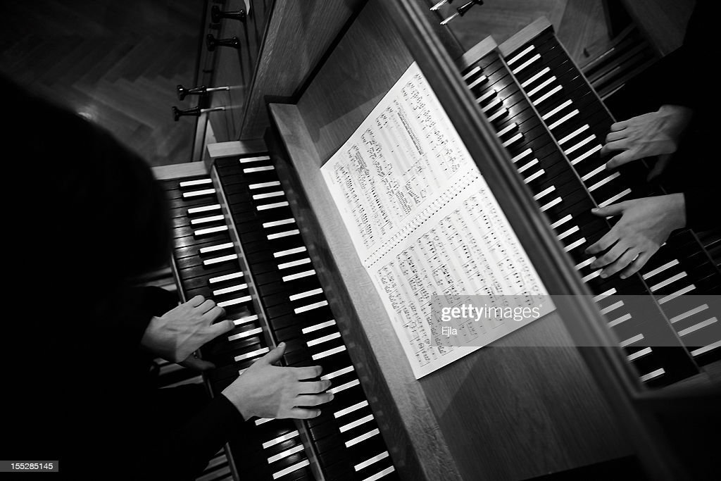 Playing the organ : Stock Photo