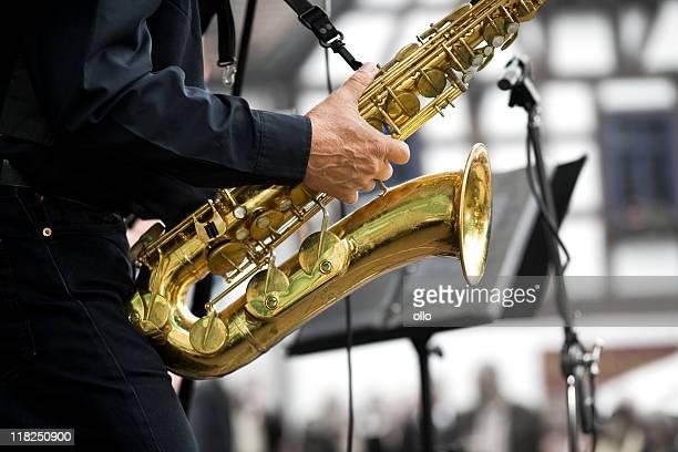 Spielen am Saxophon