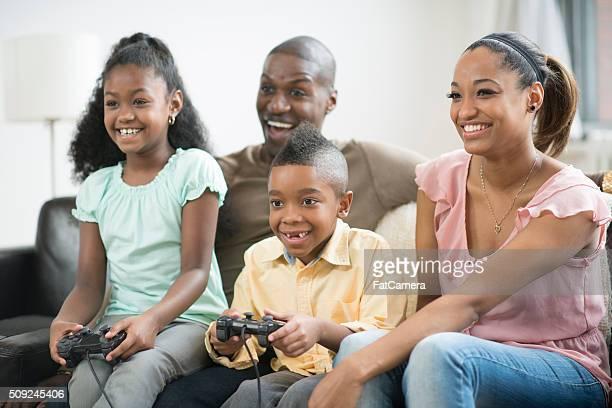 Juntos jugando videojuegos