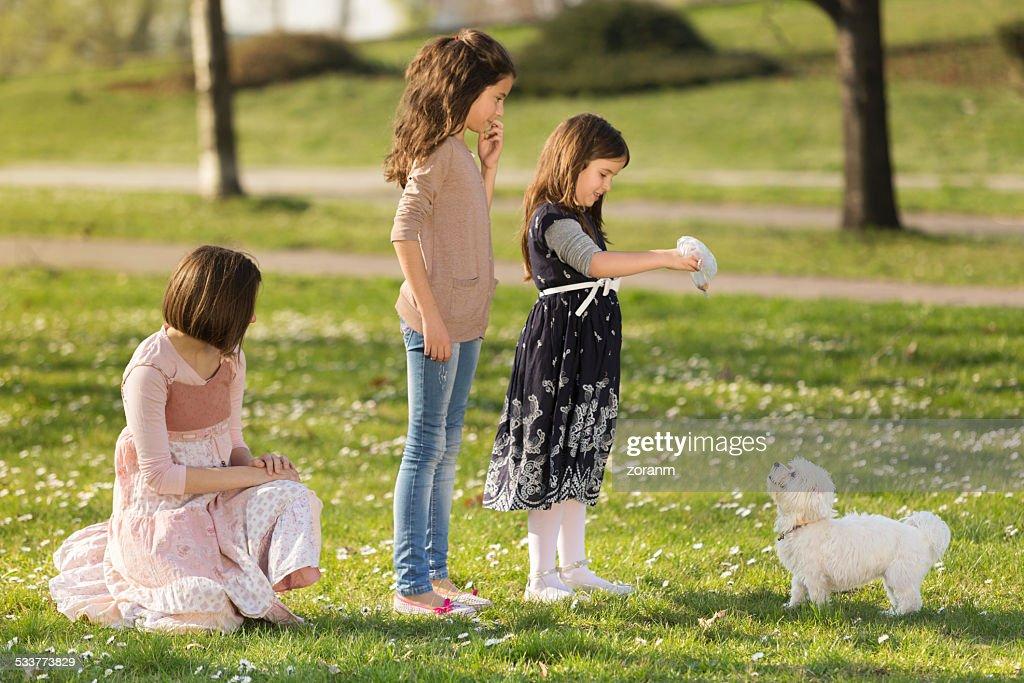 Giocano con Cucciolo : Foto stock