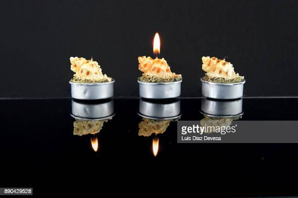 playing with the reflections of the candles and their flames - tela grande - fotografias e filmes do acervo