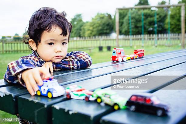 playing with toy cars - peter lourenco photos et images de collection