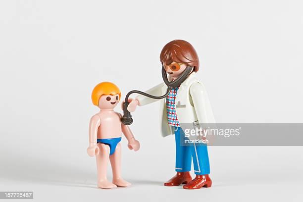 Playmobil médecin PHD examiner un garçon