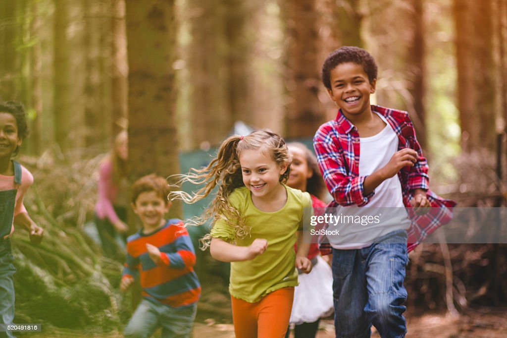 Tiempo de juego en el bosque : Foto de stock