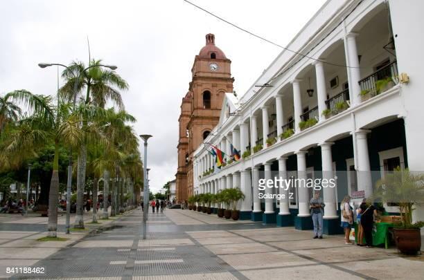 plaza 24 de septiembre e catedral de san lorenzo - santa cruz de la sierra bolivia fotografías e imágenes de stock