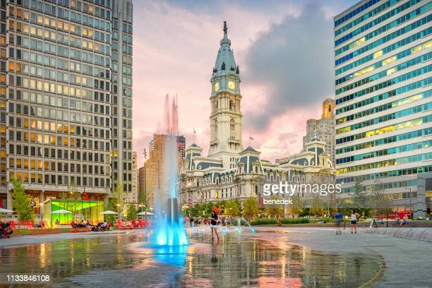 jfk plaza aka love park in downtown philadelphia pennsylvania usa - philadelphia pennsylvania stock pictures, royalty-free photos & images