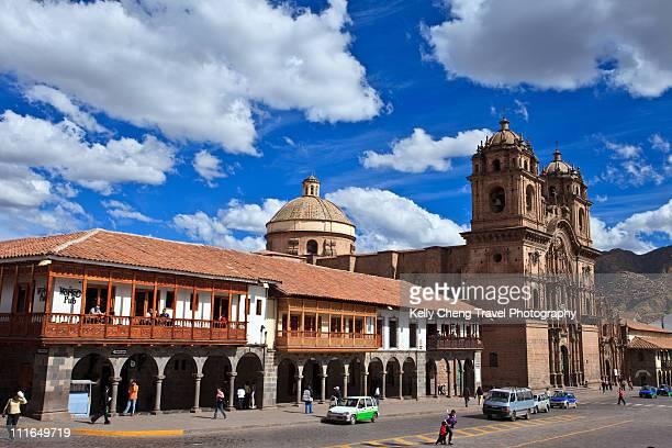 plaza de armas in cusco - provinz cusco stock-fotos und bilder