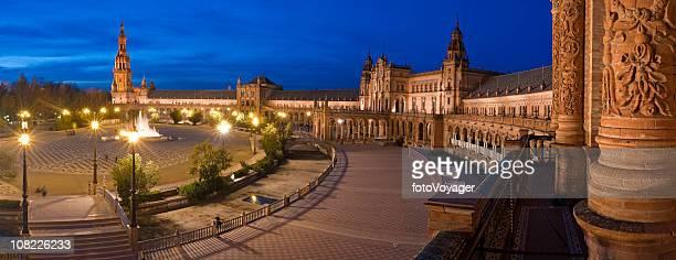 Plaza de España in Sevilla, Spanien, blue dusk