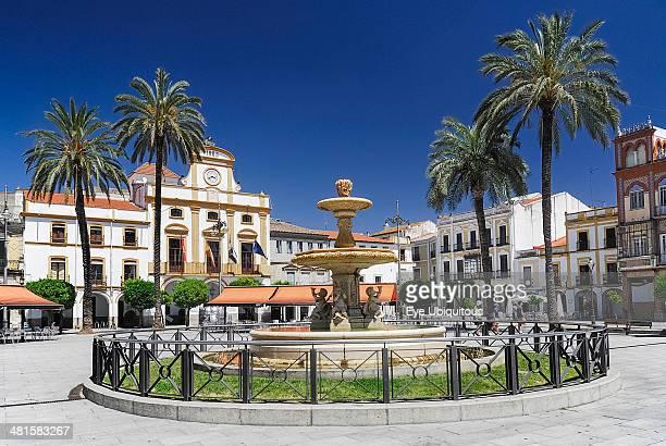 Plaza de Espana with fountain and palm trees