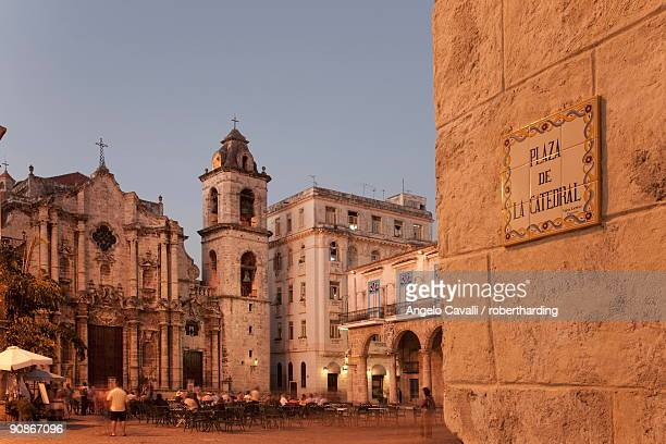 plaza de la catedral, havana, cuba, west indies, central america - old havana stock pictures, royalty-free photos & images
