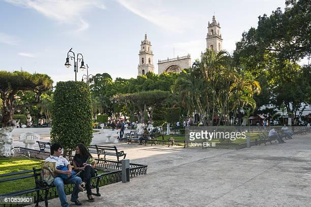 plaza de la independencia in merida, mexico - メリダ ストックフォトと画像