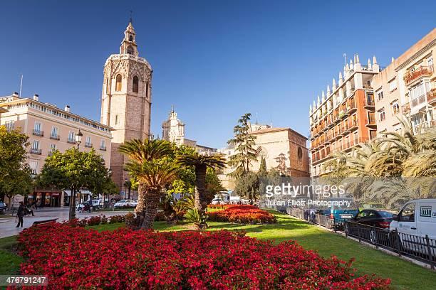 Plaza de la Reina and Valencia cathedral.