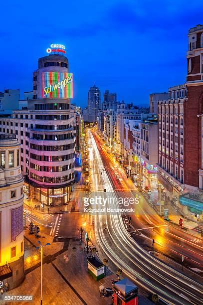 plaza del callao dusk - ciudades capitales fotografías e imágenes de stock