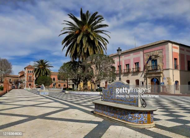 plaza del pan, main square in talavera de la reina, toledo - victor ovies fotografías e imágenes de stock