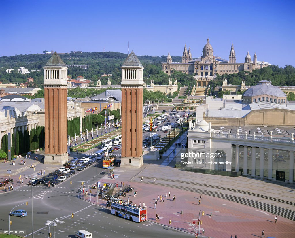 Plaza dEspanya, fountains in front of the National Museum of Art, Barcelona, Catalunya Catalonia Cataluna, Spain, Europe : Foto de stock