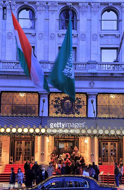 plaza hotel night view - hotel plaza manhattan stock-fotos und bilder
